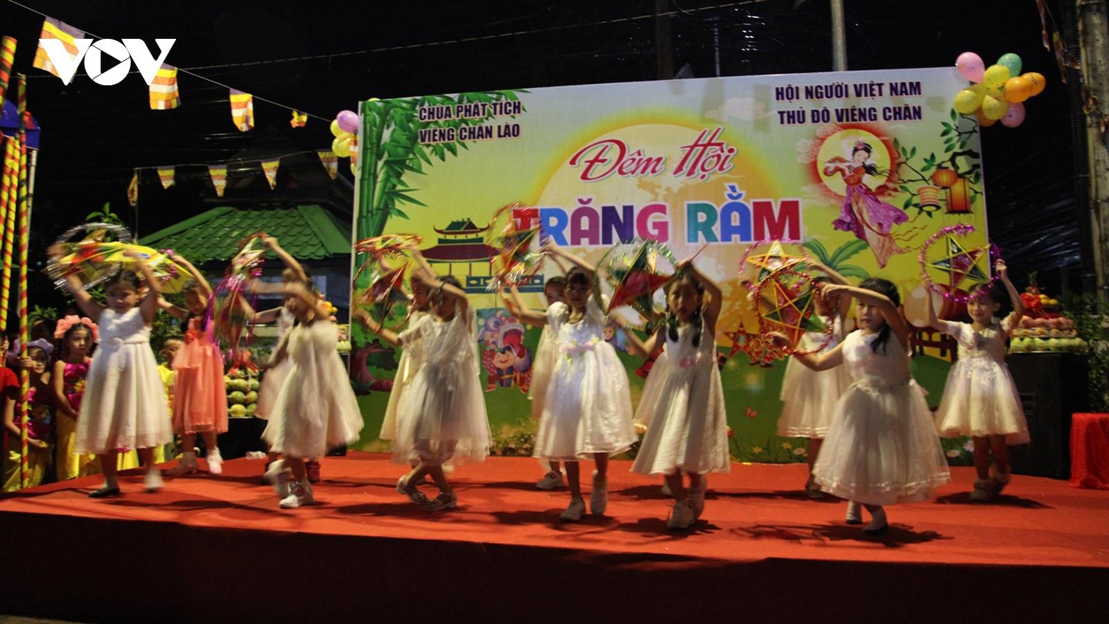 Tết Trung thu của thiếu nhi Việt Nam tại Lào