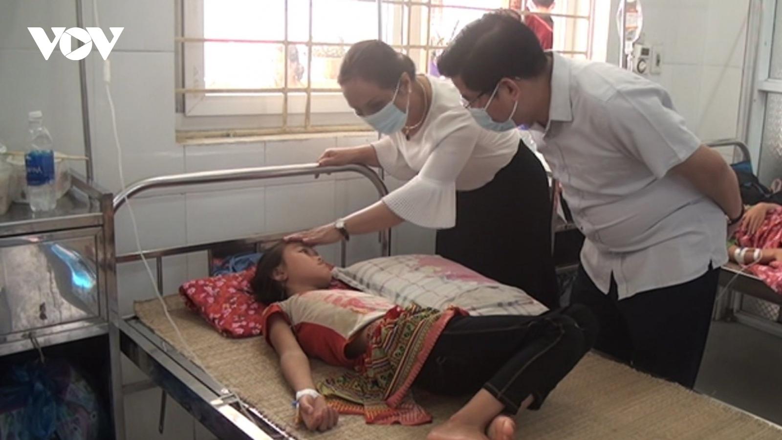 Vụ ngộ độc tập thể ở Lào Cai: Xét nghiệm thấy bạch cầu cao, nghi nhiễm khuẩn