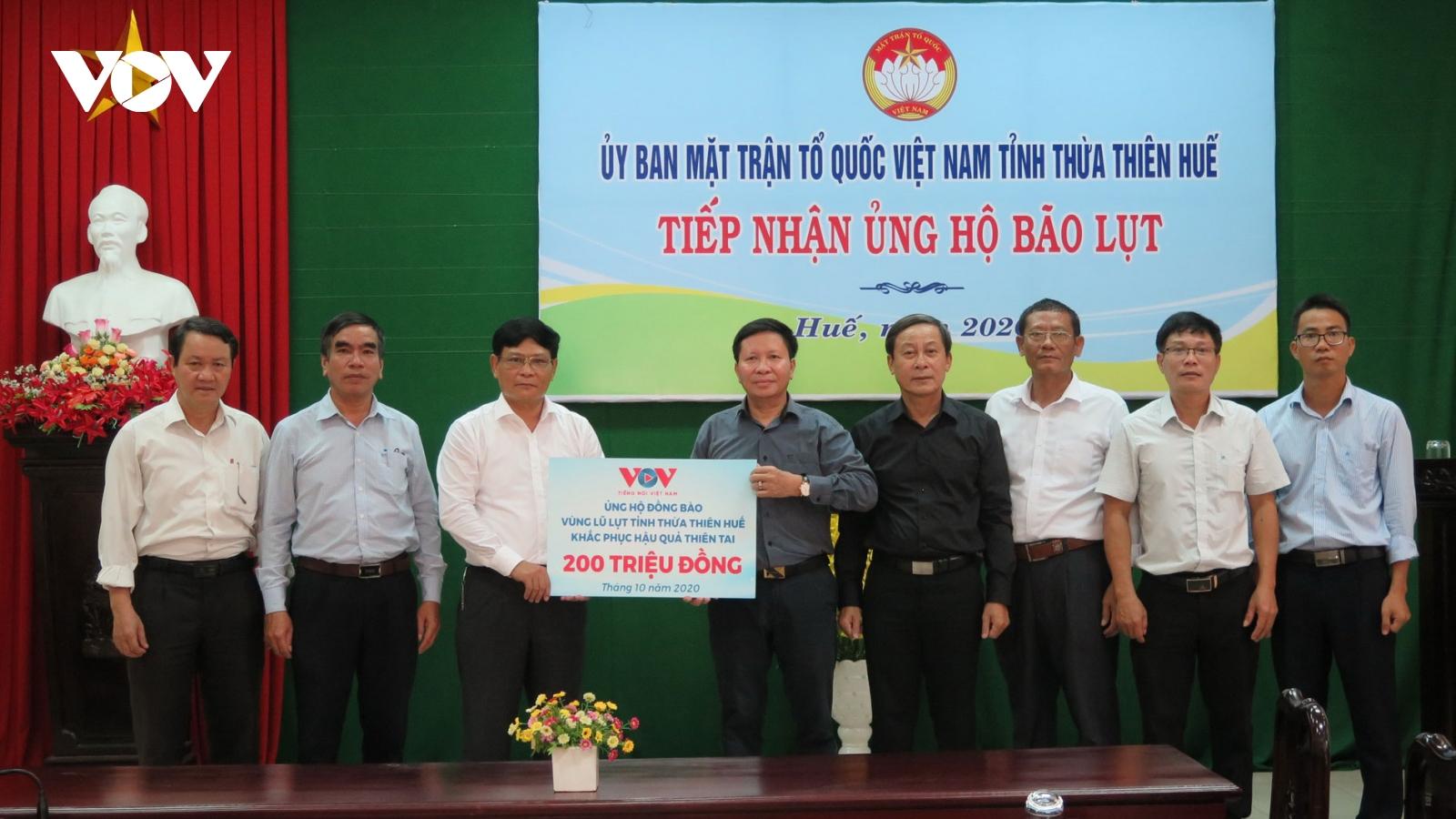 Đài TNVN trao 400 triệu đồng hỗ trợ 2 tỉnh Quảng Trị và Thừa Thiên Huế