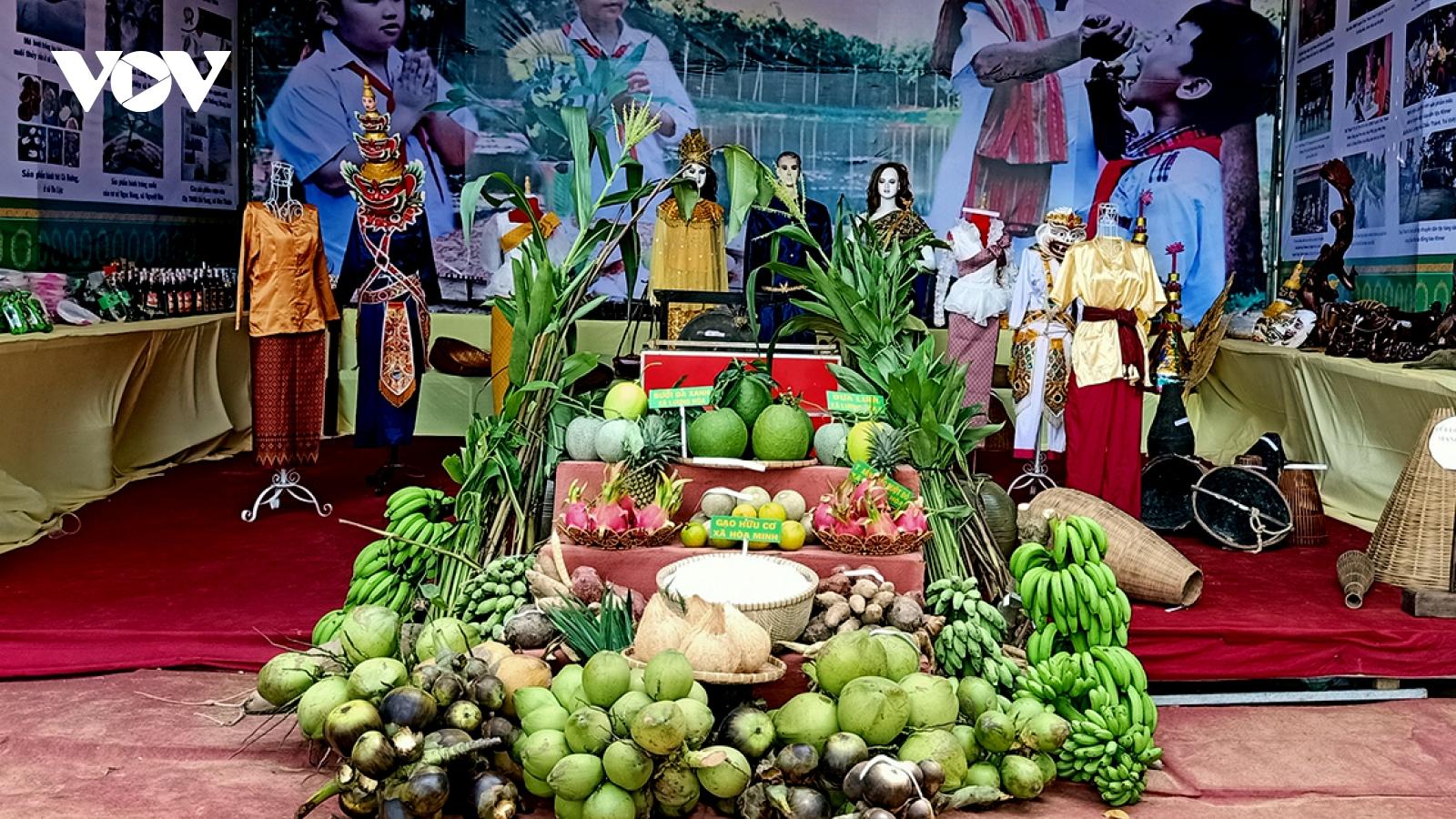 Trà Vinh quan tâm bảo tồn nét đặc trưng của Lễ hội Ok om bok đồng bào Khmer