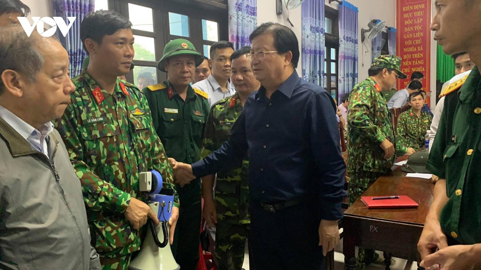 Phó Thủ tướng Trịnh Đình Dũngtrực tiếp chỉ đạo cứu nạn tại thủy điện Rào Trăng 3