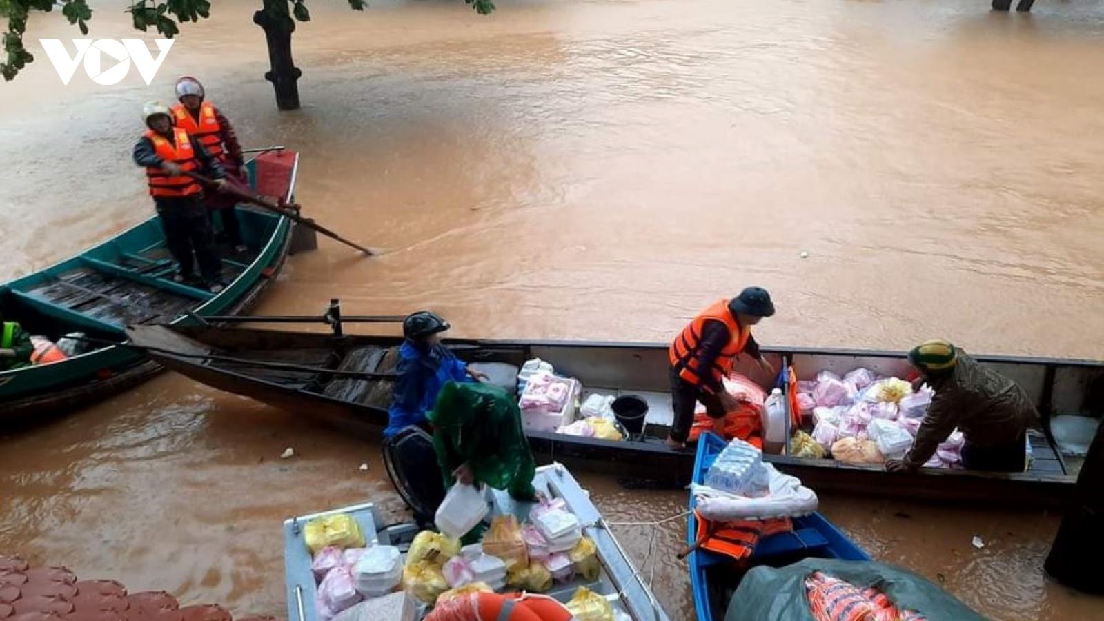 Quảng Bình khẩn cấp cứu đói người dân vùng lũ