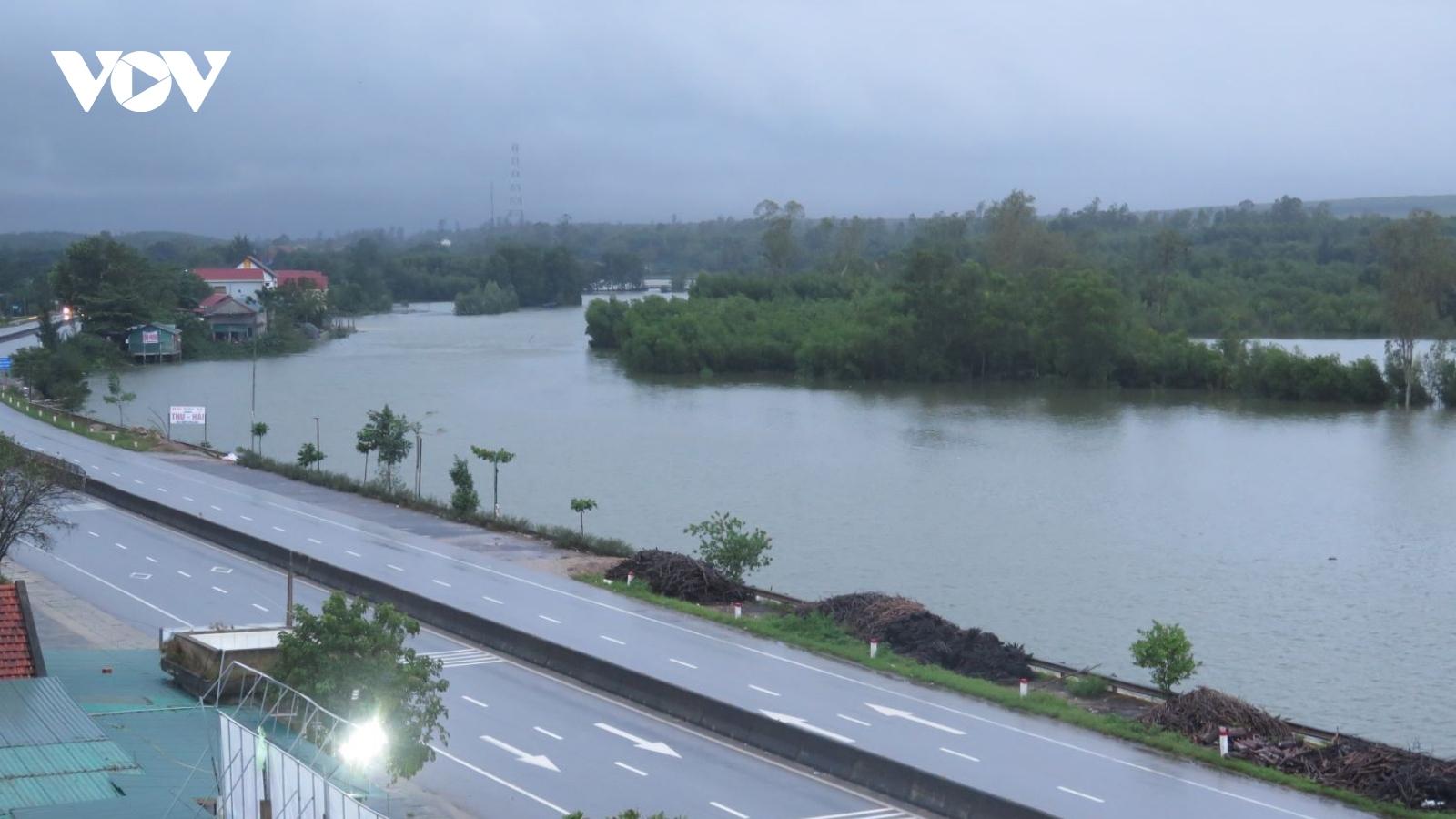 Hơn 90.000 nhà bị ngập, 4 người chết do mưa lũ ở Quảng Bình