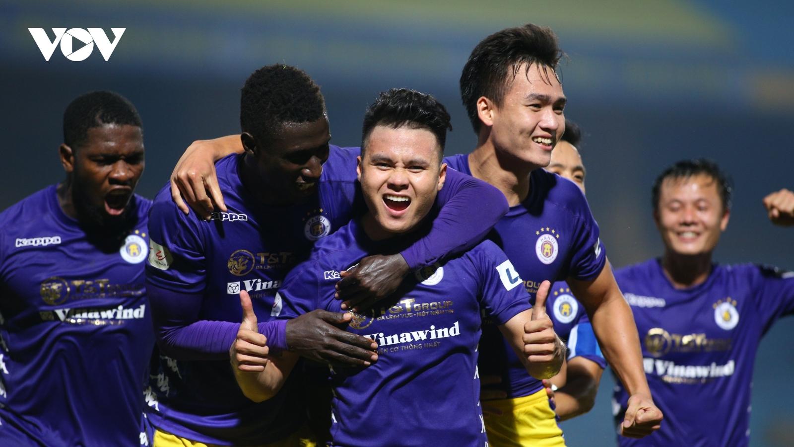 Quang Hải ghi siêu phẩm, Hà Nội FC lên ngôi đầu V-League 2020