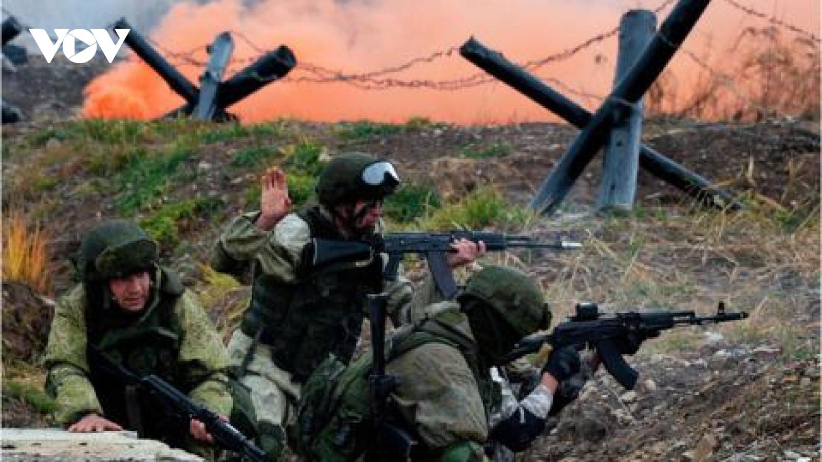 Xem lính thủy đánh bộ Nga chinh phục thử thách, vượt chướng ngại vật