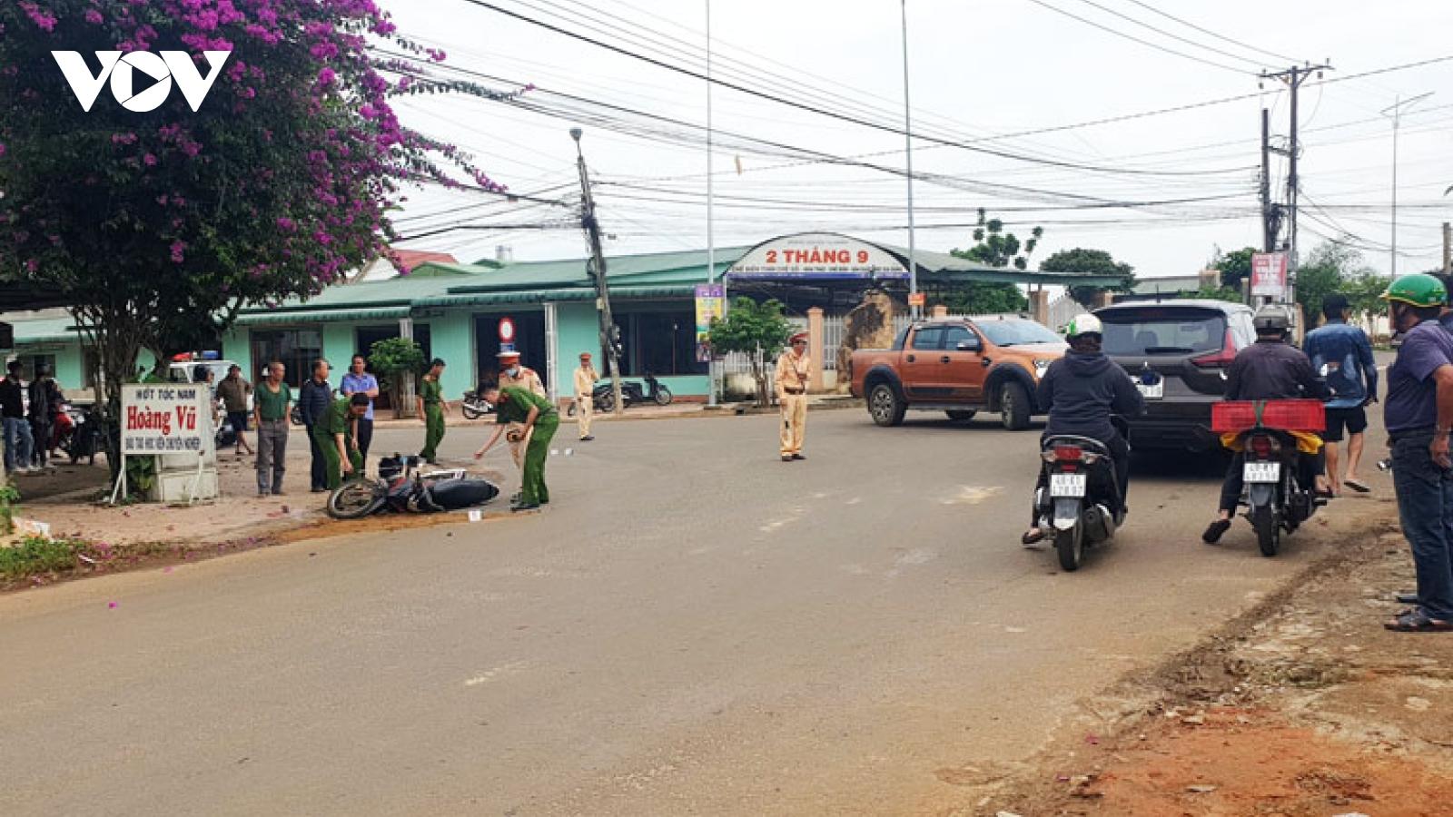 Ngã xe máy, một phụ nữ bị xe tải cán tử vong