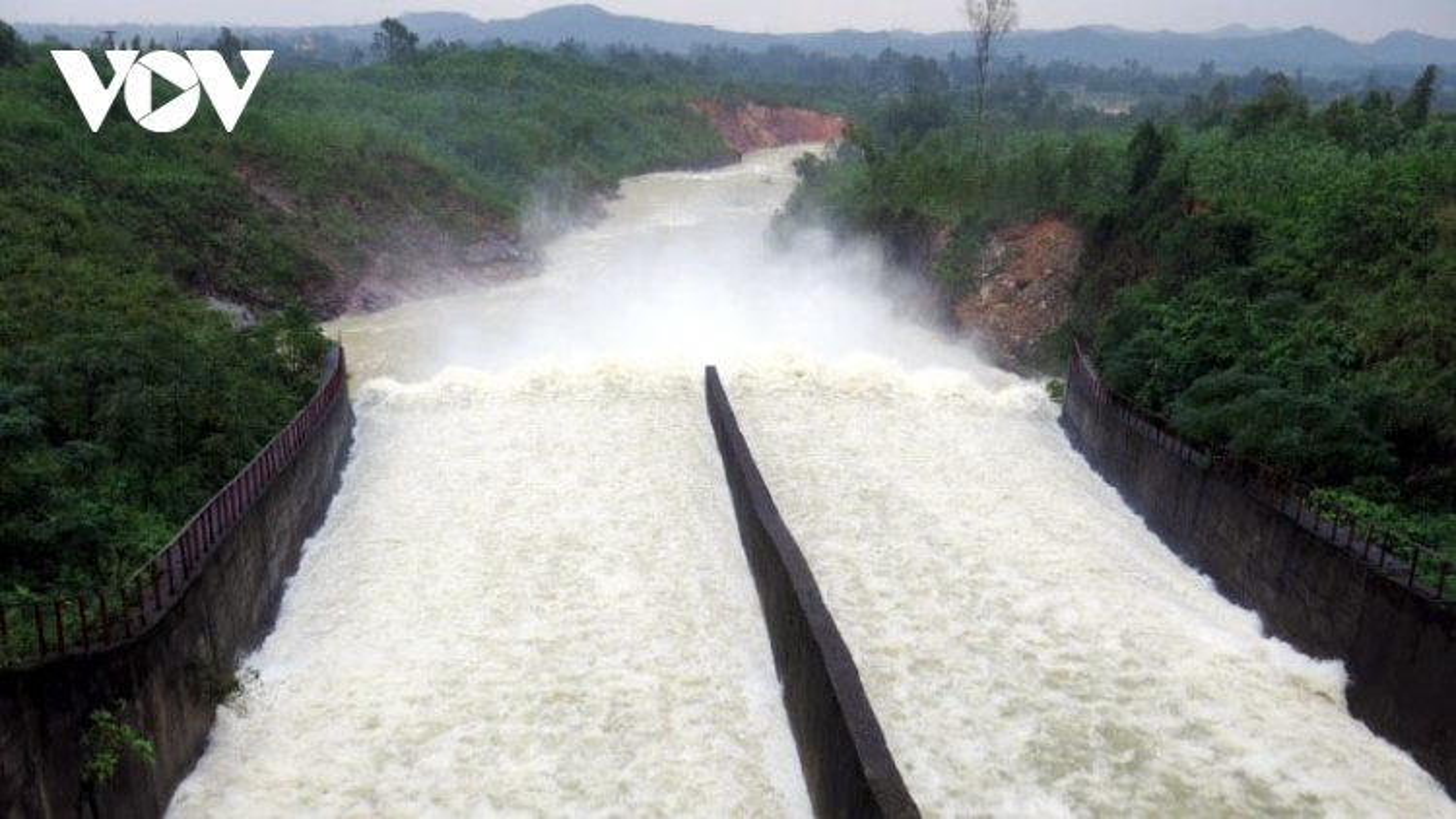 Lũ lụt ở miền Trung: Xây dựng, vận hành thủy điện nhỏ phải thận trọng