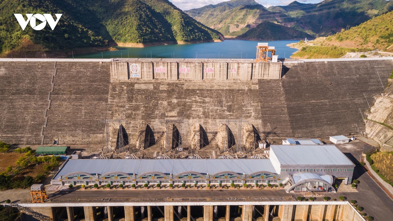 Khoảnh khắc công ty Thủy điện Sơn La cán mốc 100 tỷ kWh điện