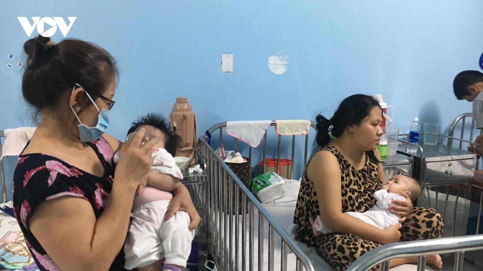 Trẻ em nhập viện điều trị bệnh hô hấp ở TP HCM tăng đột biến