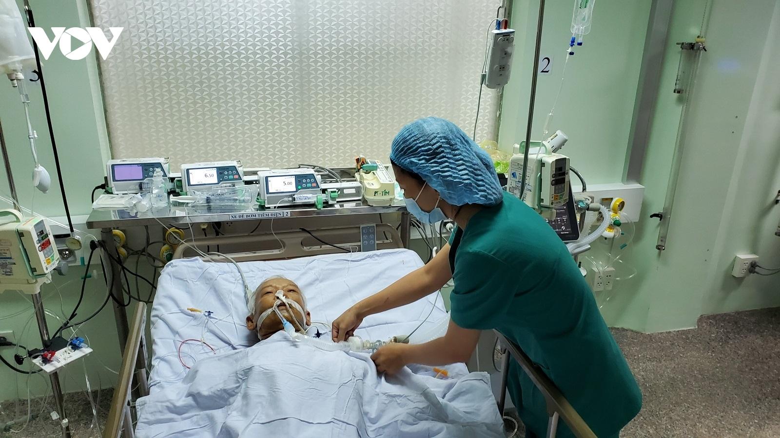 Cứu sống bệnh nhân bị khối u to trong tim nguy kịch