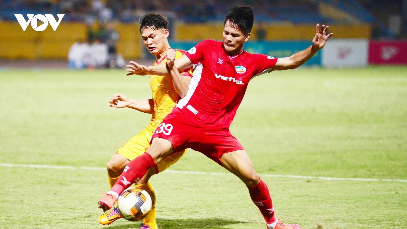 Viettel hưởng lợi trong cuộc đua đến ngôi vô địch V-League 2020