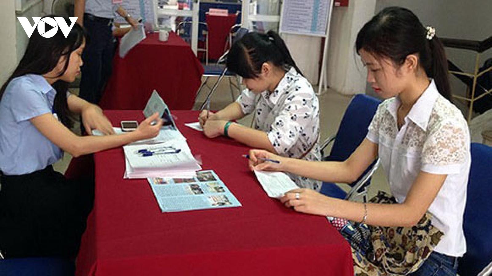Trung tâm dịch vụ việc làm trở thành điểm tựa cho lao động mùa dịch