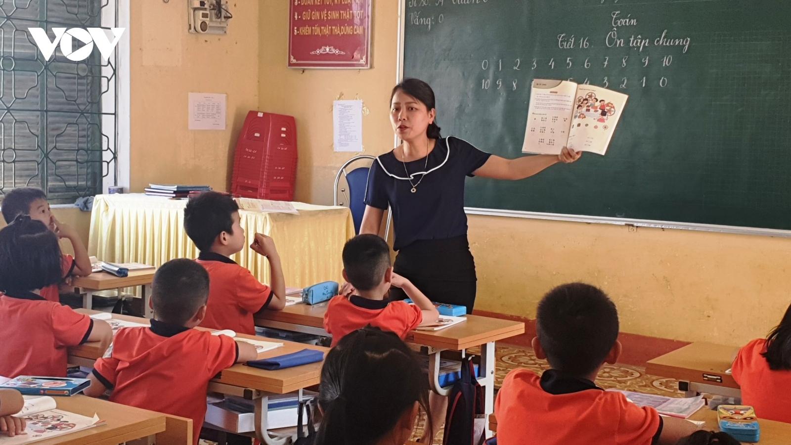 Triển khai dạy sách lớp 1 ở tỉnh miền núi Yên Bái tương đối thuận lợi