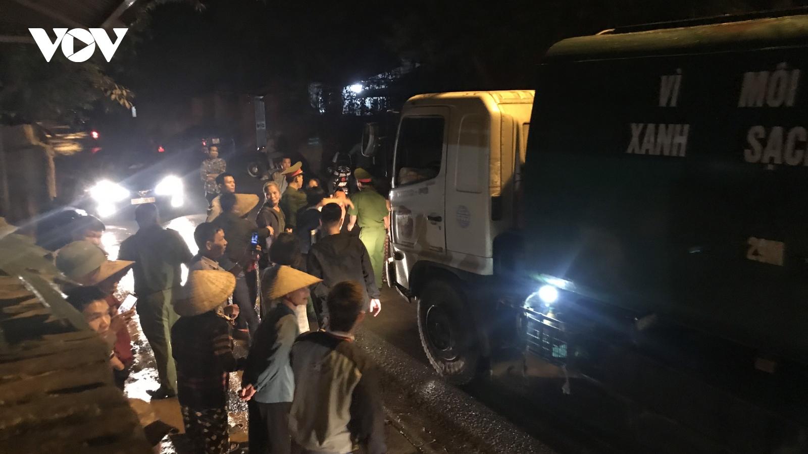 Người dân chặn xe vào bãi rác, Chủ tịch Hà Nội chỉ đạo khẩn