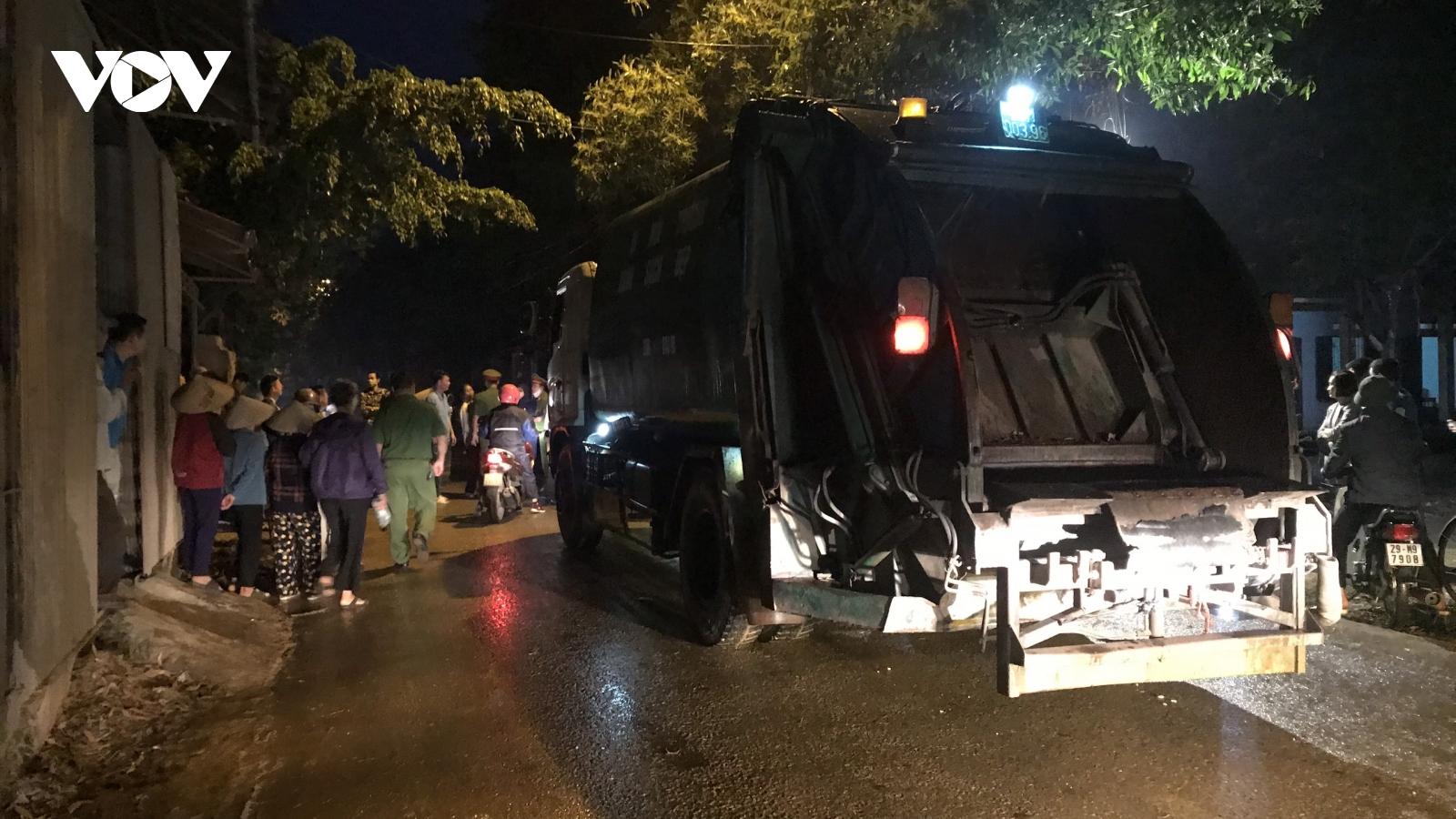 Cận cảnh quá trình mở đường đưa xe chở rác vào khu xử lý Nam Sơn
