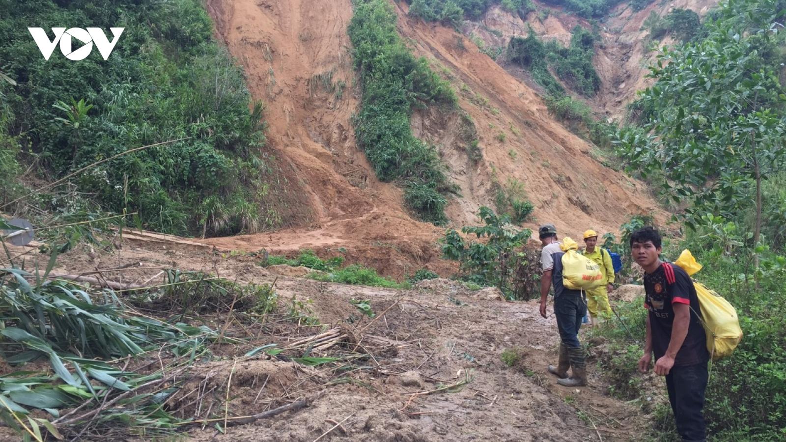 Vụ sạt lở ở Phước Sơn: Đoàn cứu nạn vẫn chưa thể vào được hiện trường