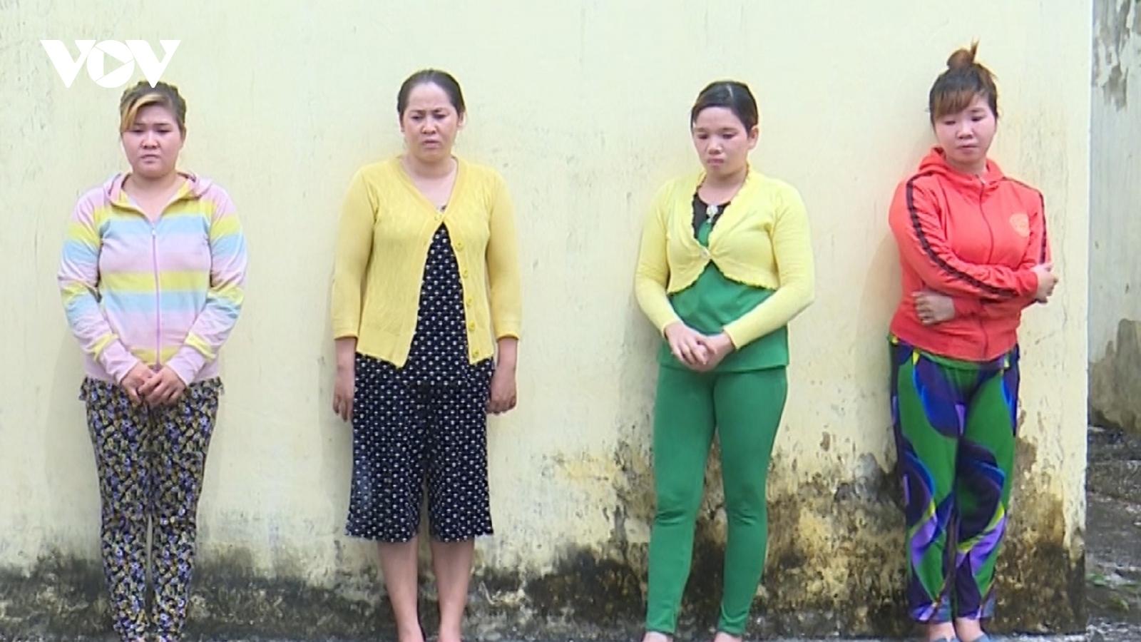 Đánh ghen cho con dâu: Bố mẹ chồng bắt giữ người trái pháp luật