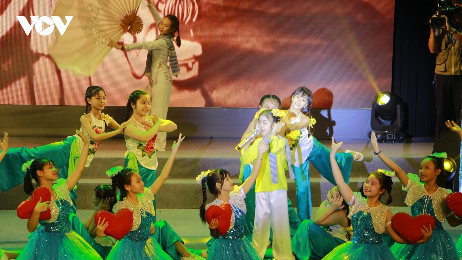Cần Thơ tổ chức đêm nhạc quyên góp hơn 6 tỷ đồng gửi miền Trung yêu thương