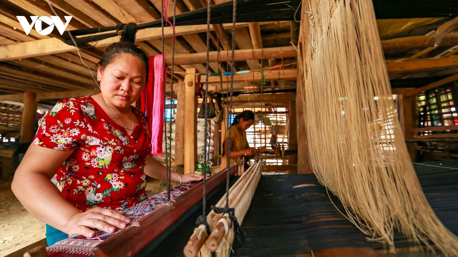Nhiều khó khăn trong phát triển làng nghề ở Điện Biên