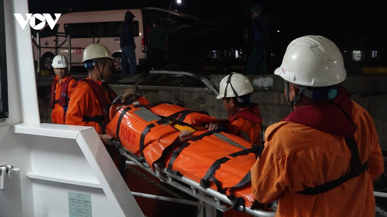 Tàu hàng chìm, thuyền trưởng mất tích, 7 thuyền viên được cứu vớt