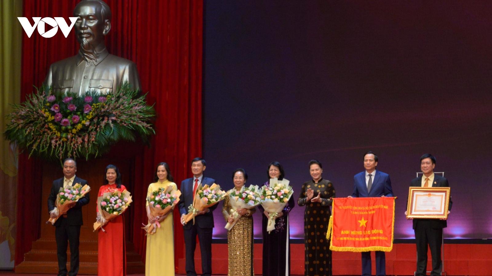 Chủ tịch Quốc hội dự Lễ tuyên dương Những gương sáng thầm lặng vì cộng đồng