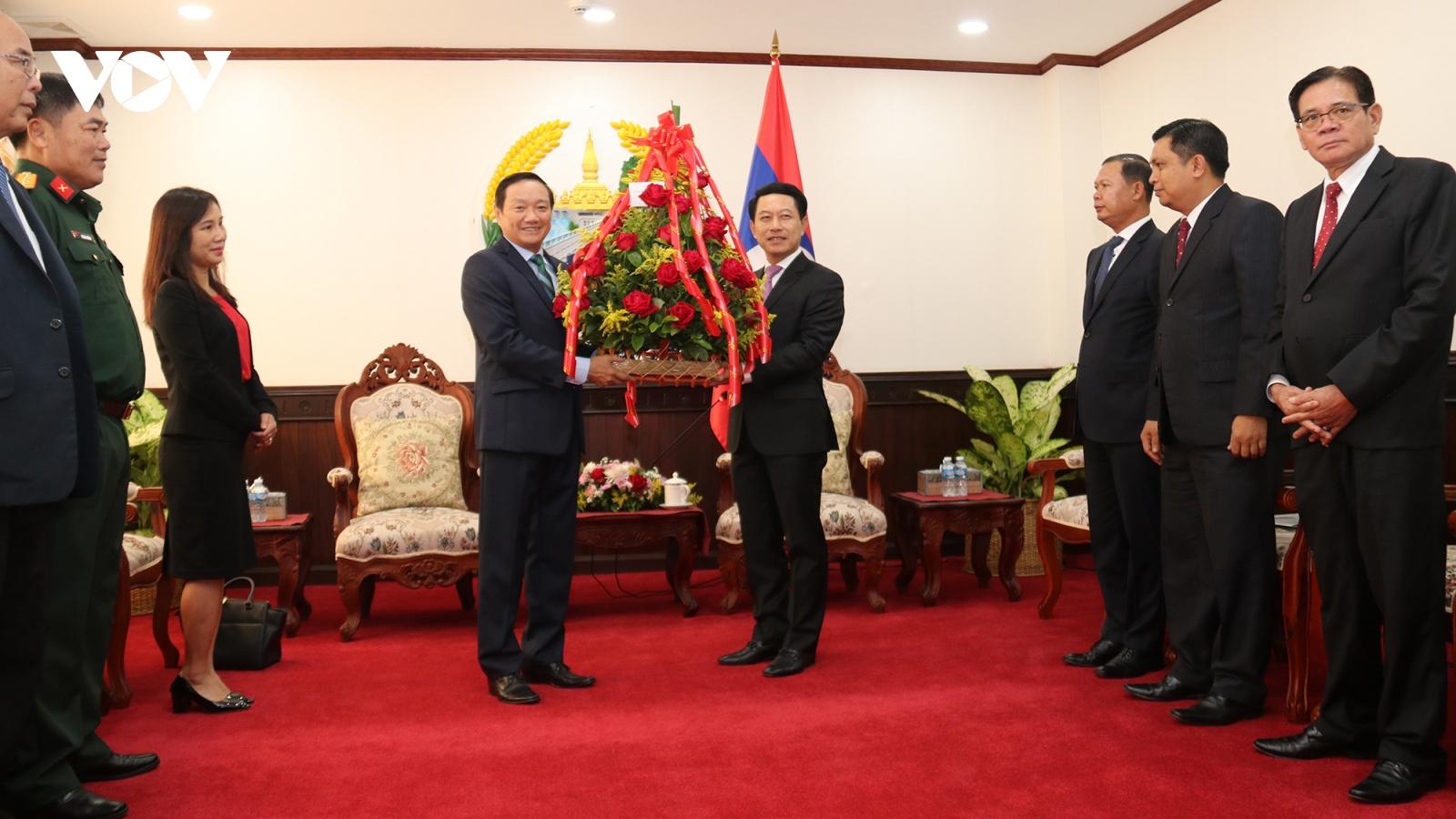 Đoàn đại biểu ĐSQ Việt Nam chúc mừng Quốc khánh Lào lần thứ 45