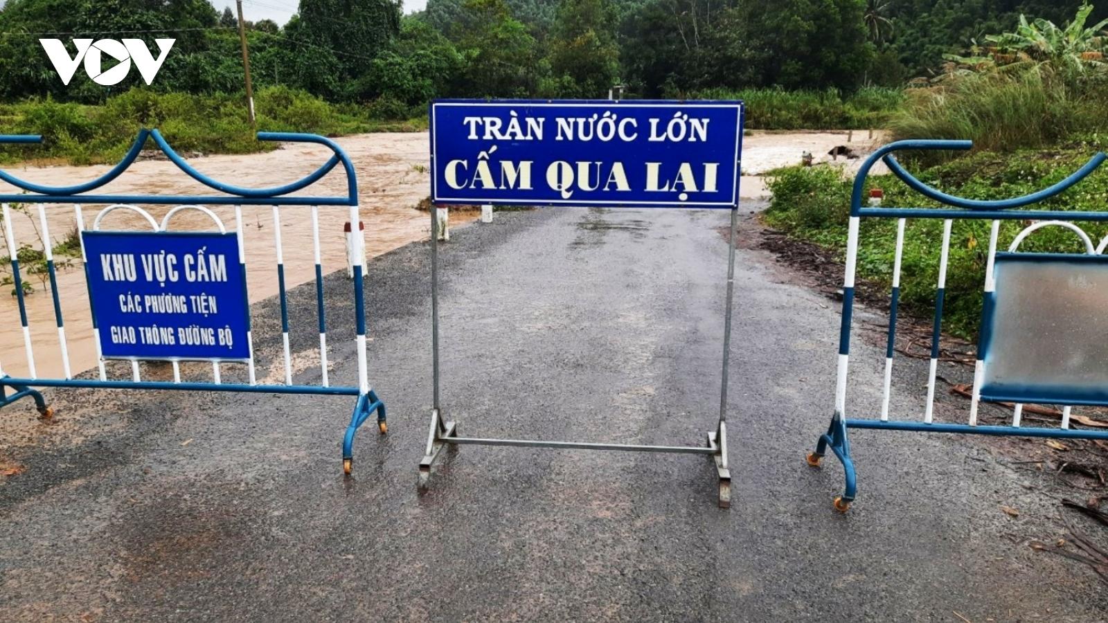 Mưa lớn chia cắt nhiều điểm miền núi Khánh Hòa