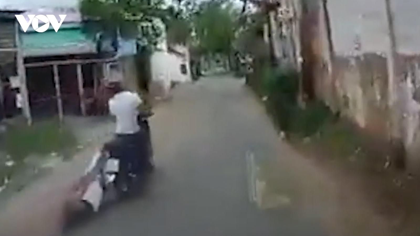 Nóng 24h: Bắt tên cướp kéo lê cô gái hơn 500m trên đường