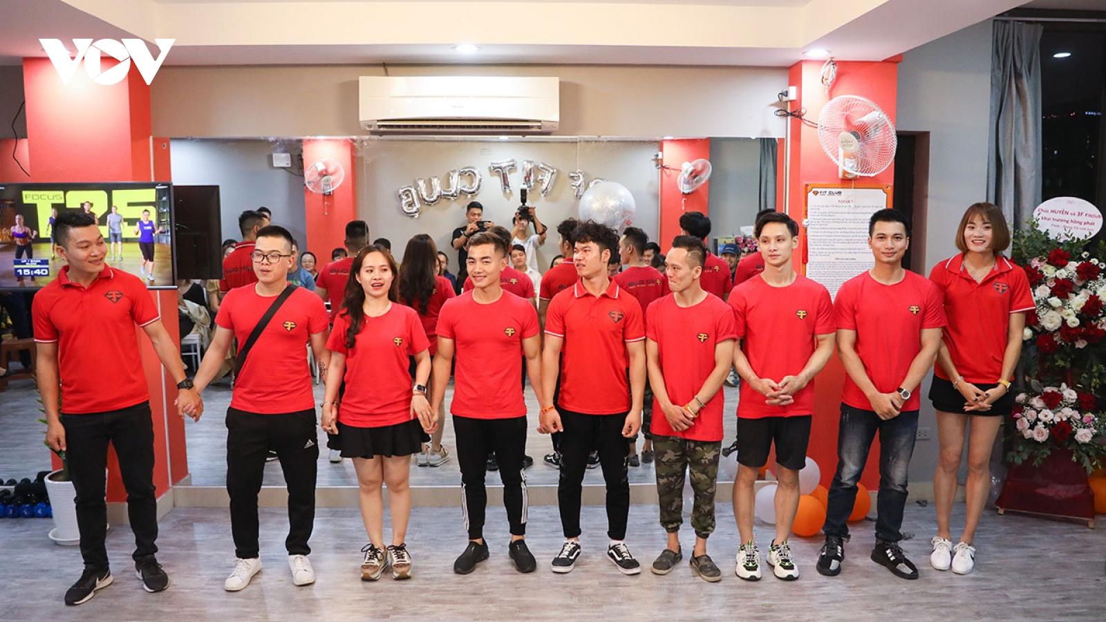 Dàn sao Thể thao quy tụ trong ngày khai trương phòng tập miễn phí của Phạm Phước Hưng