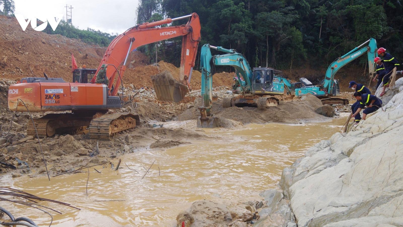 Nỗ lực tìm kiếm công nhân mất tích ở lòng sông Rào Trăng
