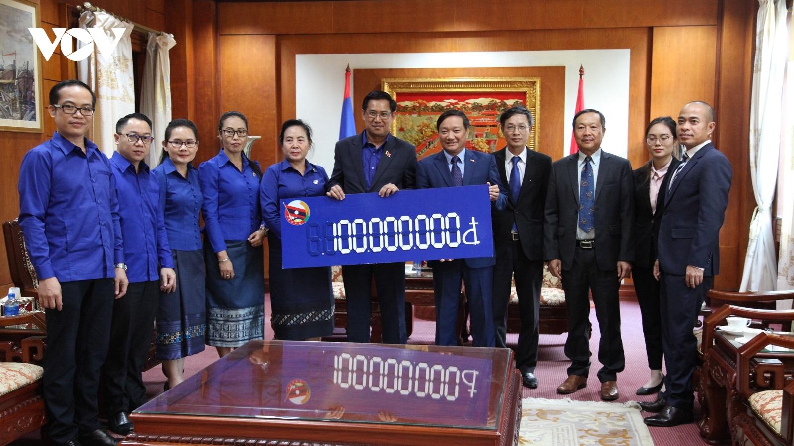 Đoàn Thanh niên Nhân dân Cách mạng Lào ủng hộ đồng bào miền Trung