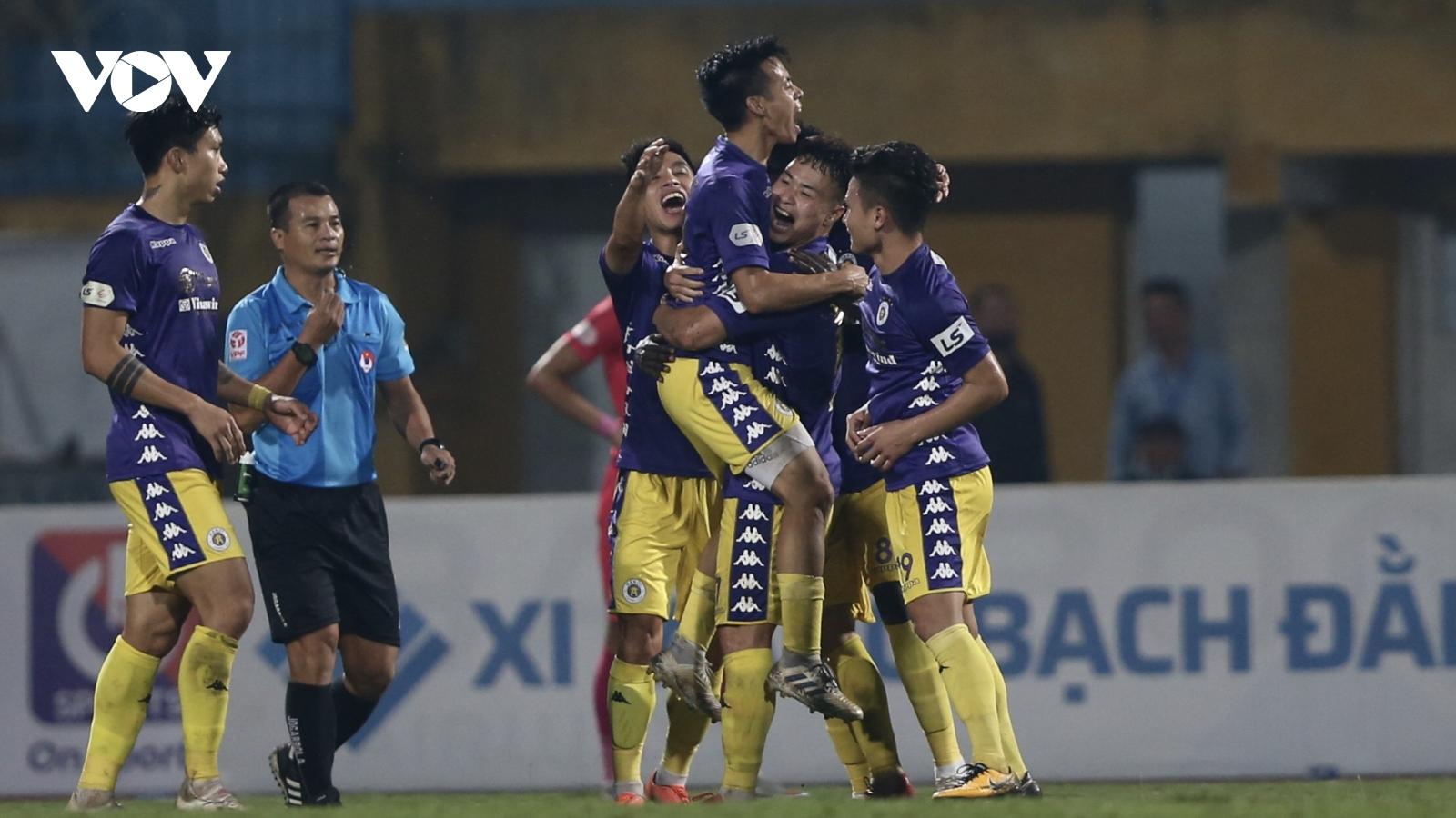 Quang Hải lập siêu phẩm, Hà Nội FC chính thức gạch tên Sài Gòn FC khỏi cuộc đua vô địch