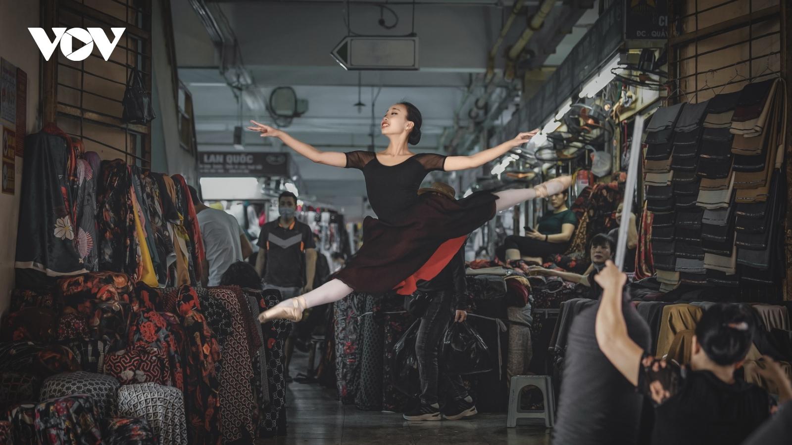 Vũ điệu ballet đẹp mê hoặc giữa phố phường Hà Nội