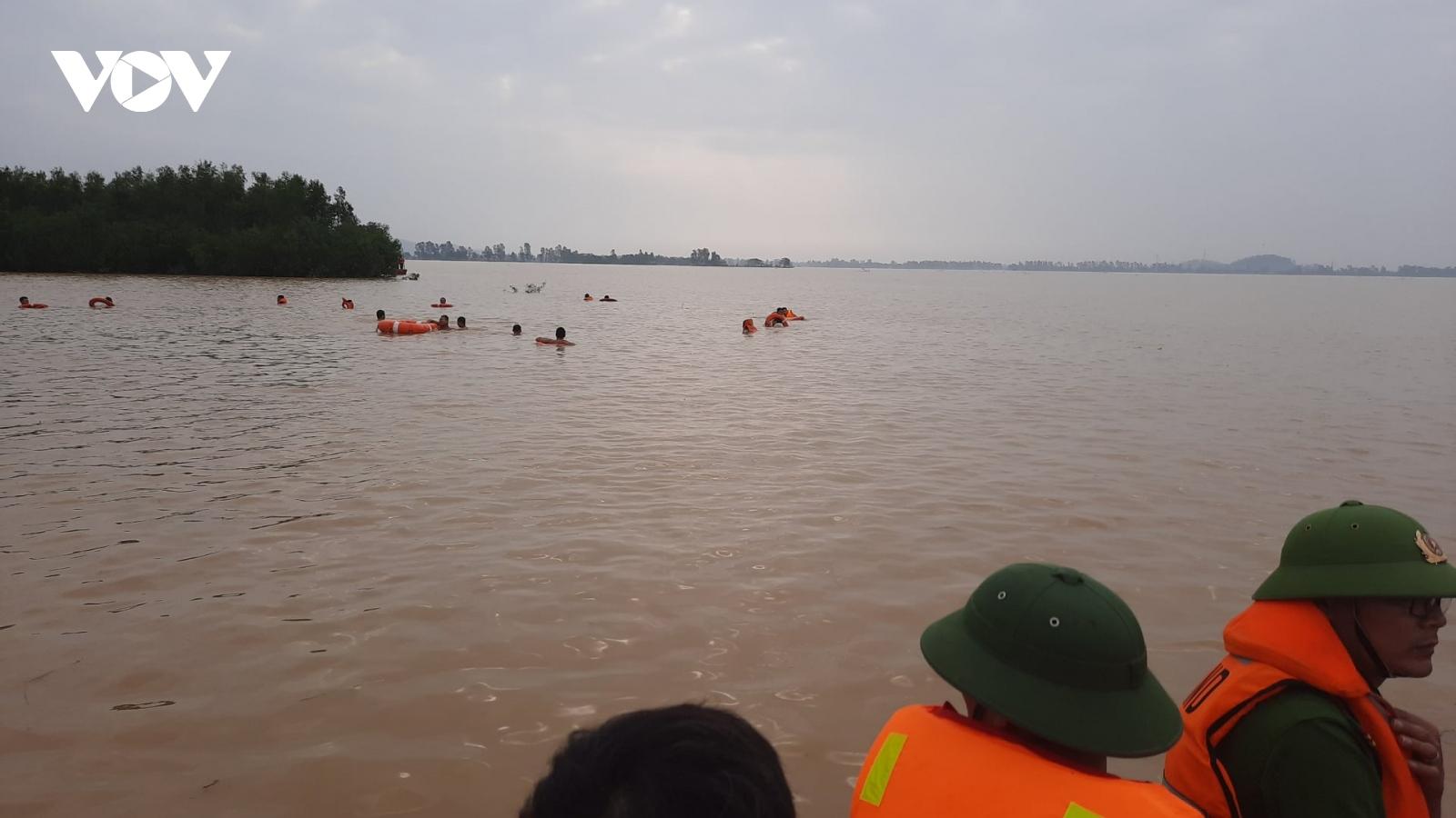 Xót xa, một ngày tìm thấy 5 thi thể nạn nhân trong mưa lũ