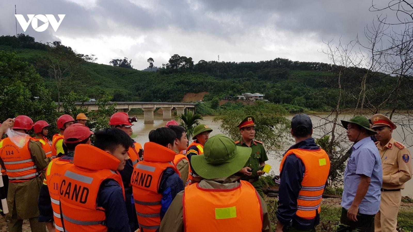 Tìm thấy thêm 1 thi thể, vẫn còn 22 người mất tích do sạt lở ở Quảng Nam