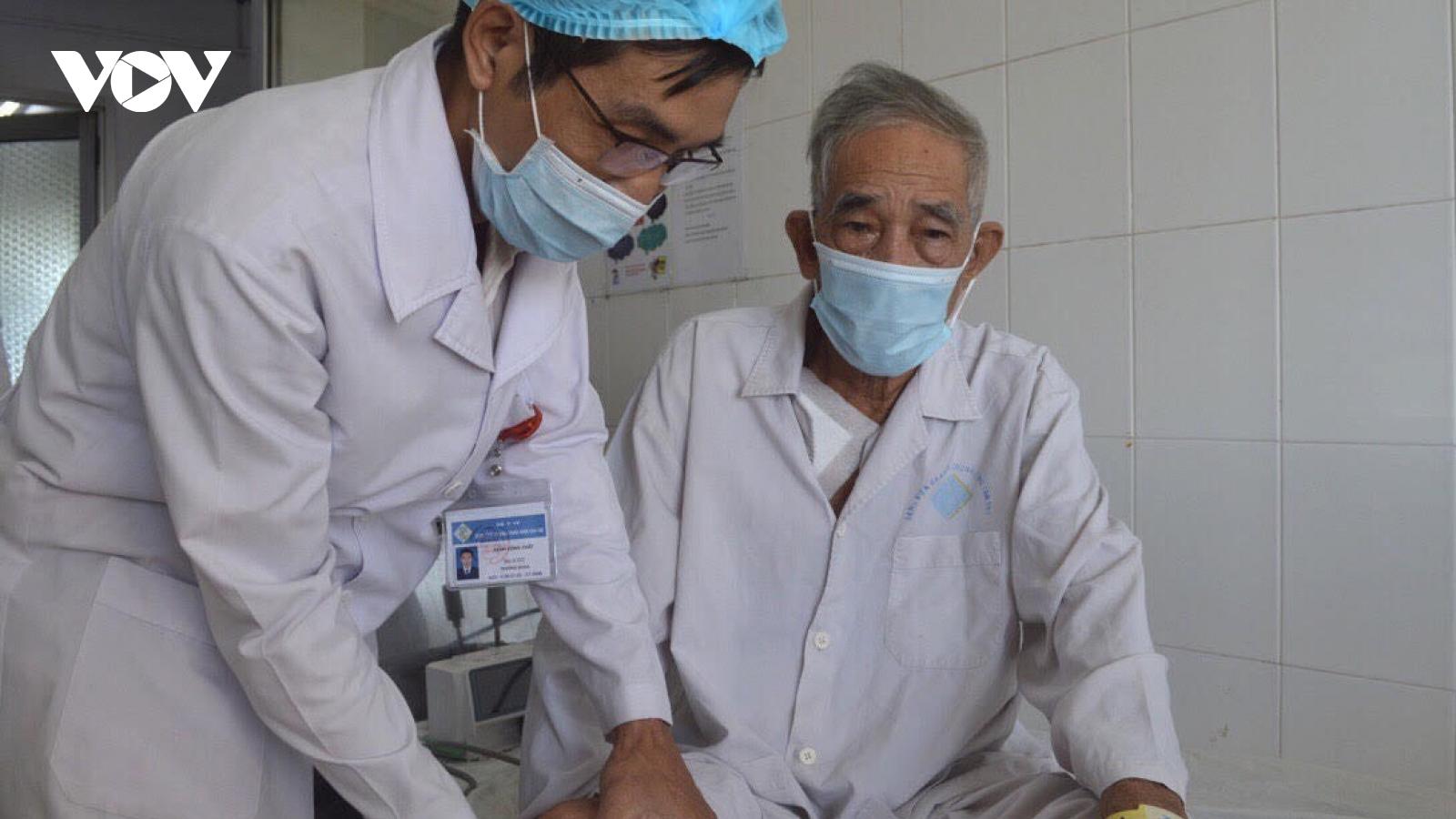 Phẫu thuật thành công cho cụ ông gần 80, thoát khỏi nguy cơ đoạn chi