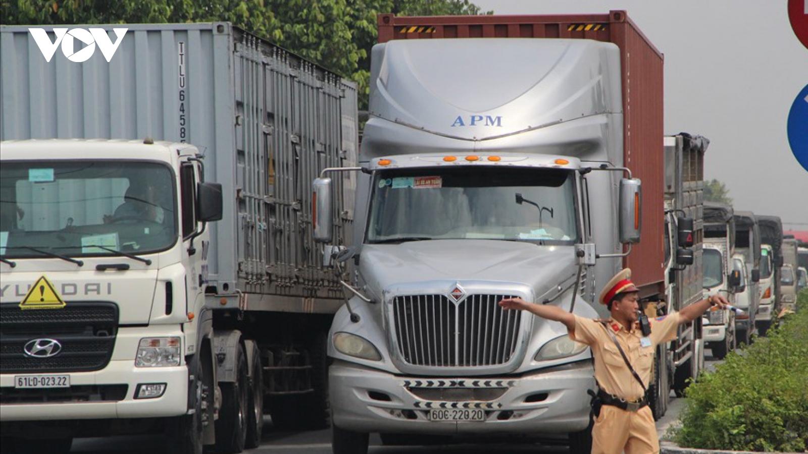 """Nhiều giải pháp xử lý kẹt xe ở các """"điểm nóng"""" tại Bình Dương"""