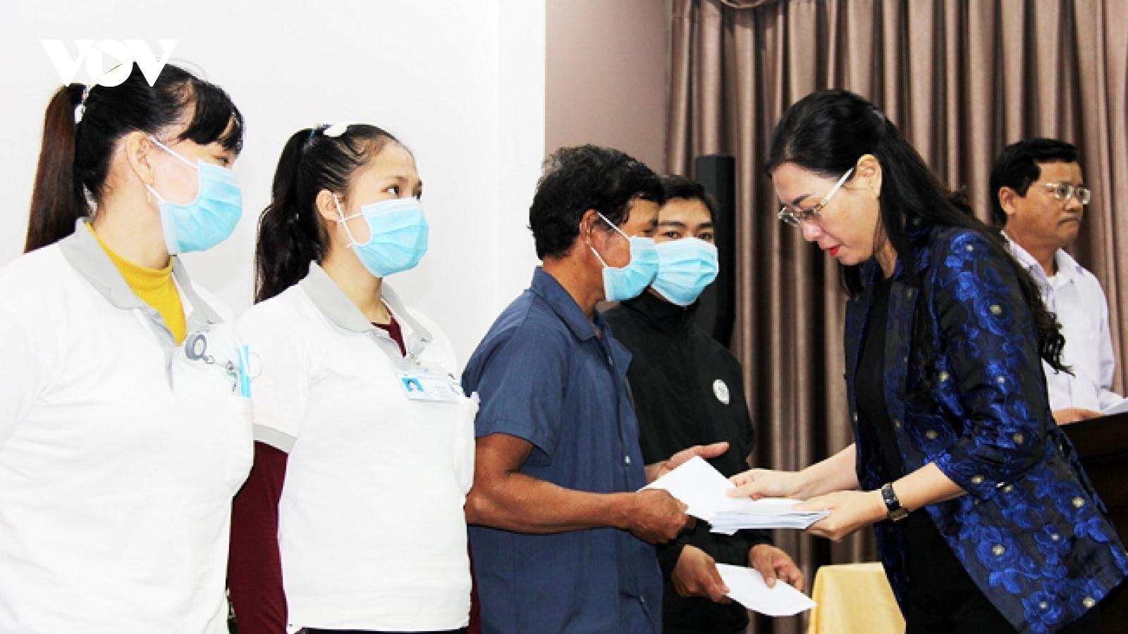 Bí thư Tỉnh ủy Quảng Ngãi đối thoại với công nhân, người lao động