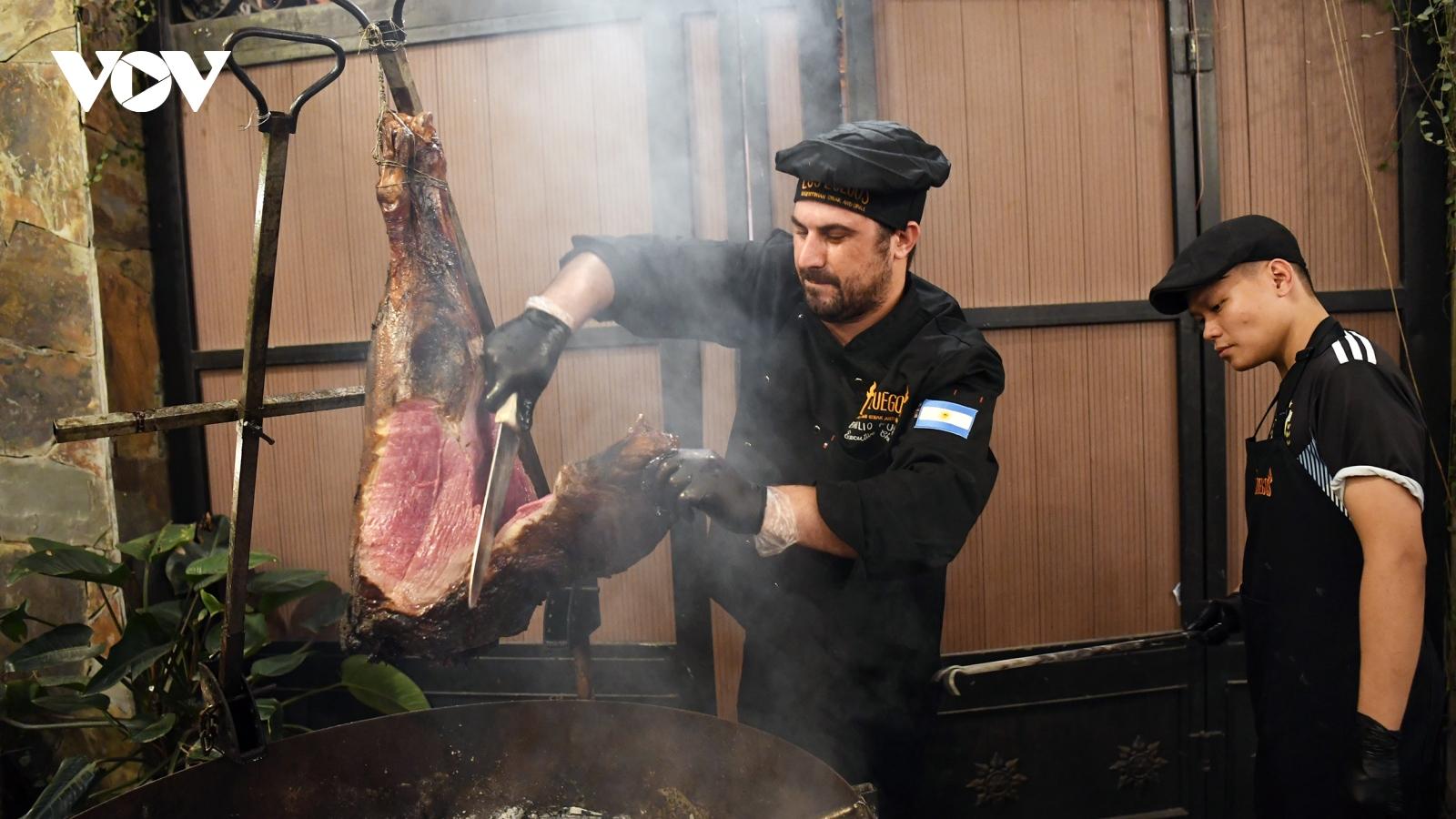 Thưởng thức thịt bò Argentina ngon nhất thế giới giữa lòng Hà Nội