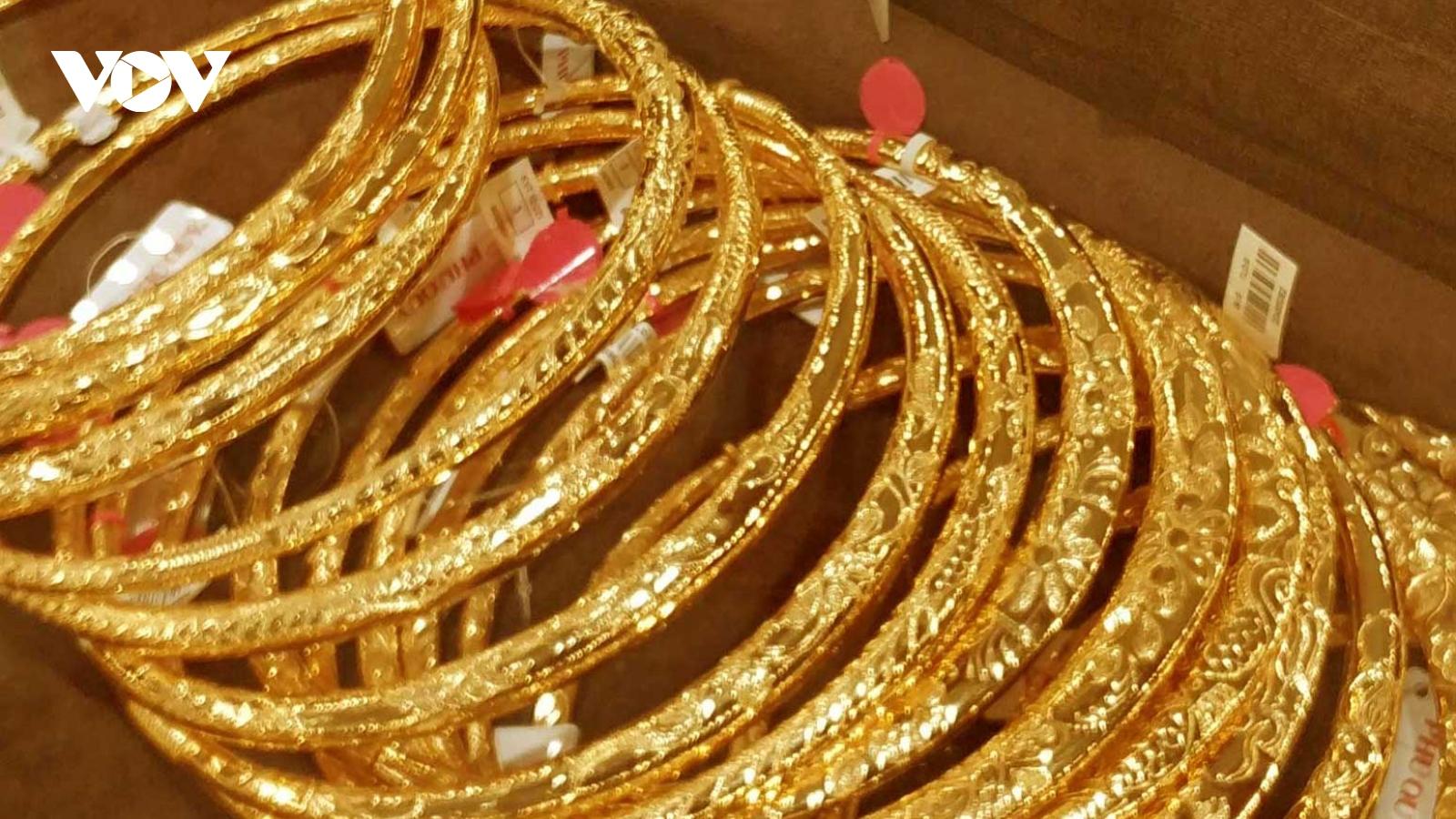 Giá vàng SJC tăng trở lại sau khi giảm về sát mốc 56 triệu đồng/lượng