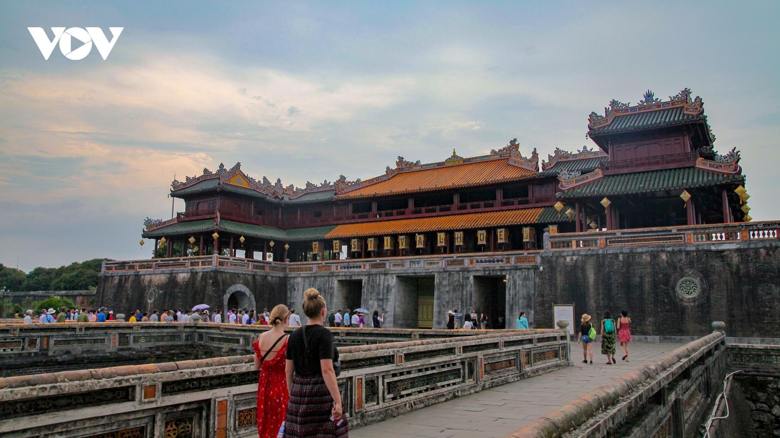 """Triển lãm """"Du lịch qua các miền Di sản Văn hóa Việt Nam năm 2020"""""""