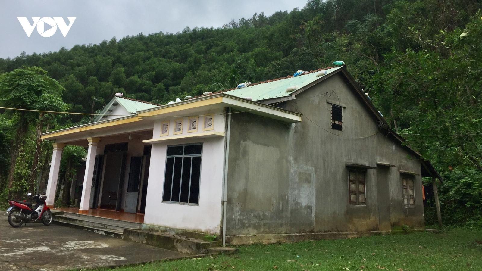 Đà Nẵng: Người dân vùng sạt lở chủ động phòng tránh bão số 10