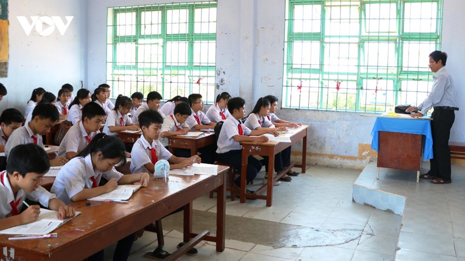 Học sinh ở Khánh Hòa và Phú Yên được nghỉ học để ứng phó với bão số 12