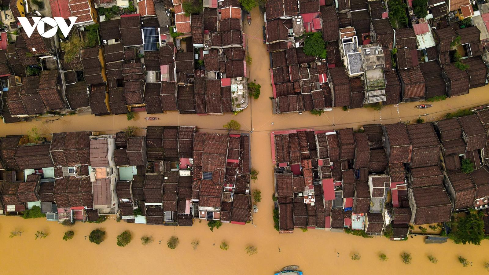 Ảnh: Lần thứ 7 trong vòng hơn 1 tháng, phố cổ Hội An ngập trong nước lũ