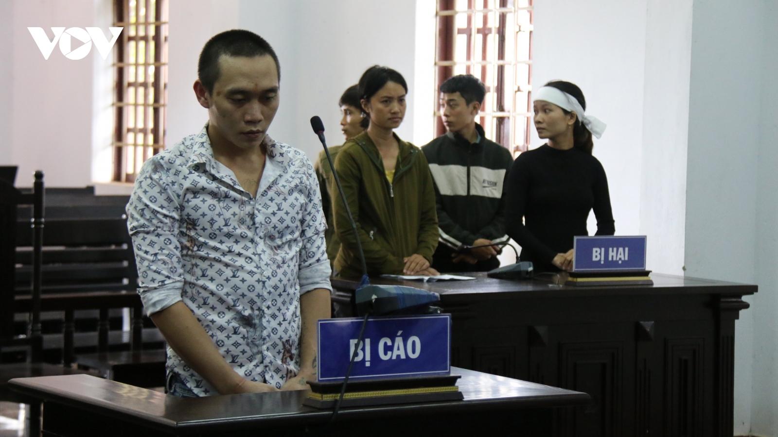 15 năm tù cho kẻ chiếm đoạt tiền của gia đình nạn nhân Rào Trăng 3