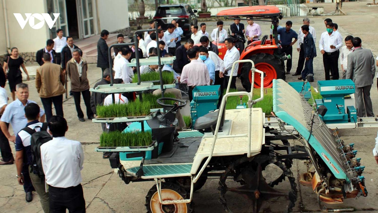 Thúc đẩy cơ giới hóa khâu gieo cấy trong sản xuất lúa
