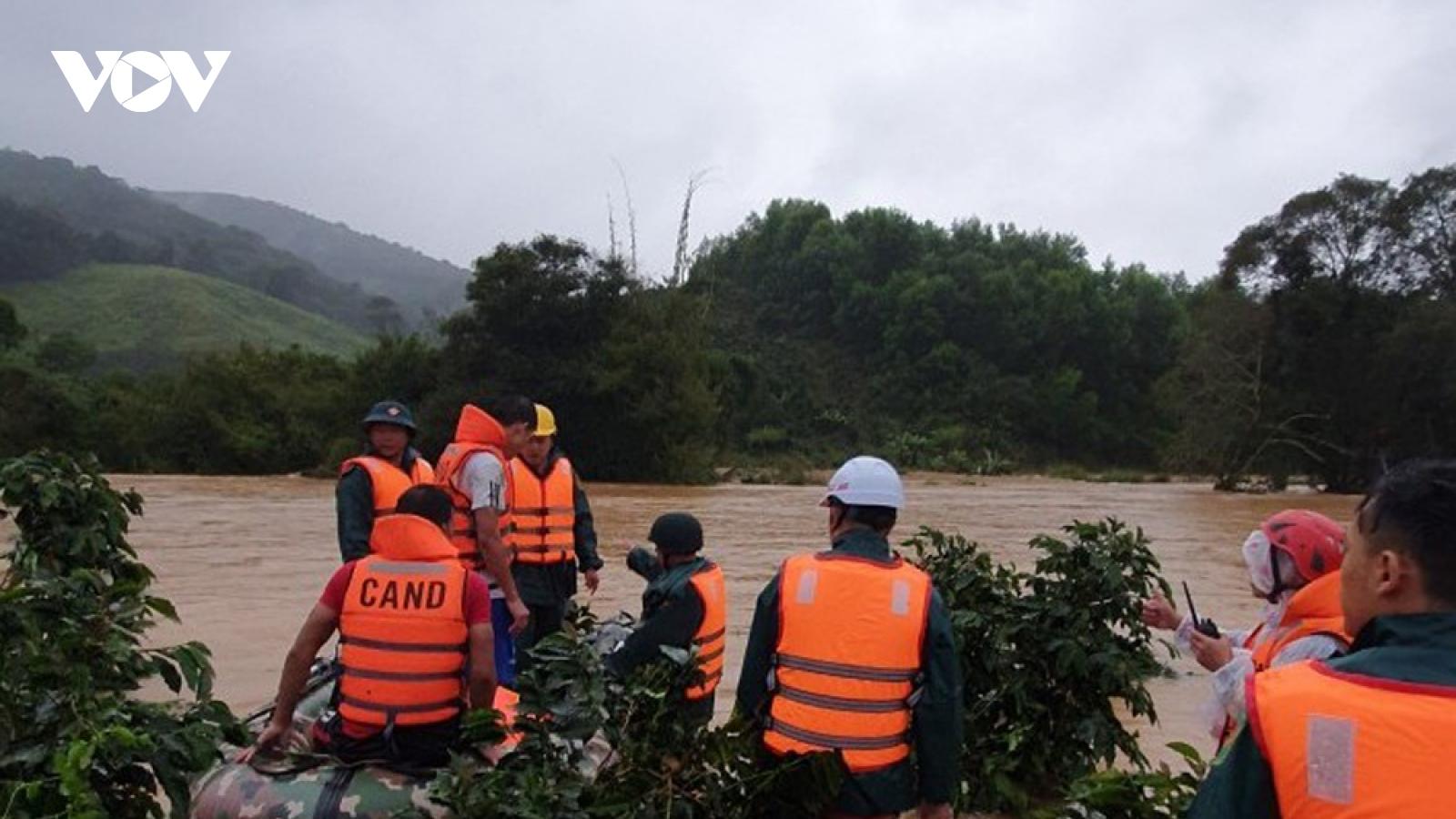 Chưa tìm thấy 2 nữ du khách bị nước lũ cuốn trôi ở Lâm Đồng