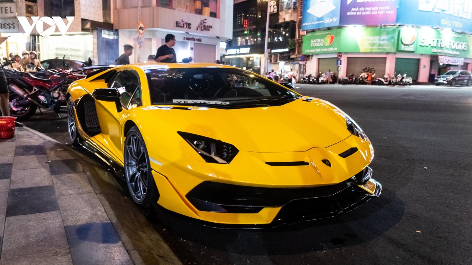 Lamborghini Aventador SVJ xuất hiện ấn tượng trên phố Sài Gòn
