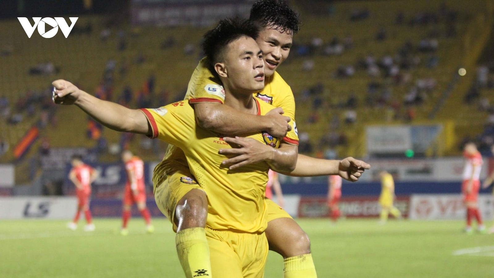 Tuyển thủ U22 Việt Nam ghi bàn đẹp nhất V-League tháng 10