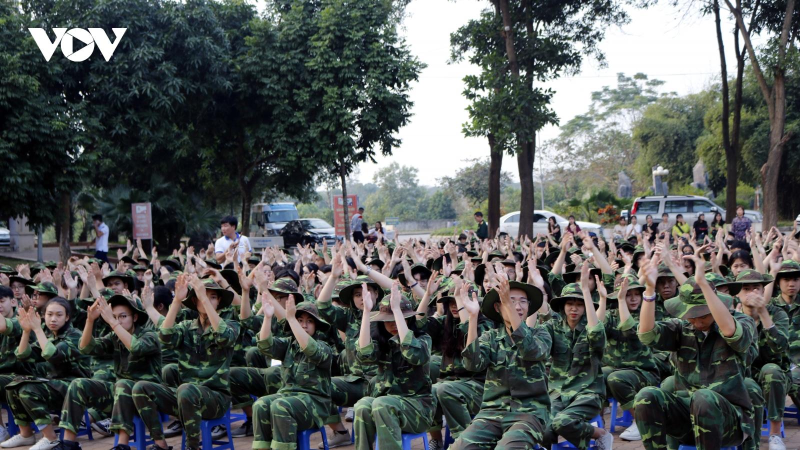 Sinh viên hào hứng học lịch sử qua câu chuyện của những người lính trở về